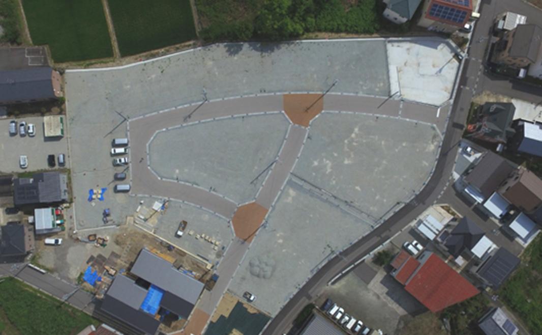 ゆるやかにつながる曲線道路(6m幅)